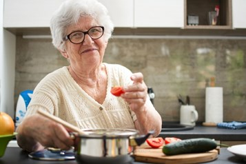 COVID-safe wintertime activities for seniors to enjoy